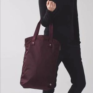 Lululemon bring it om tote